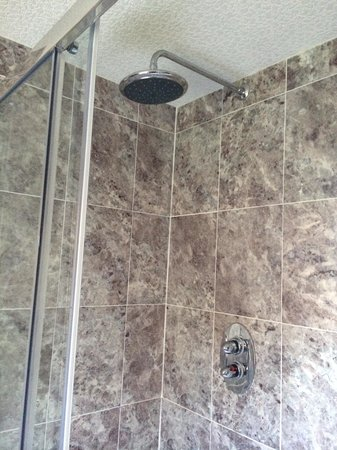 Clachan Cottage Hotel: Great powerful shower