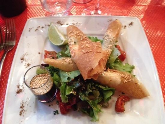 La Mere Michele: Forret: Rejer i fillodej med salat, sesam og fennikel