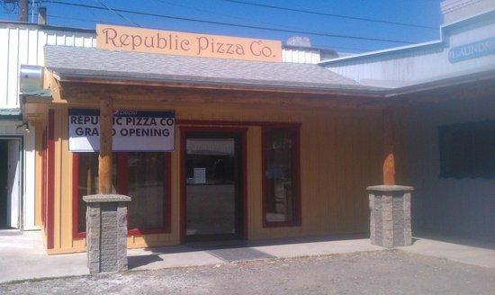 Republic Pizza Co. : Front Entrance