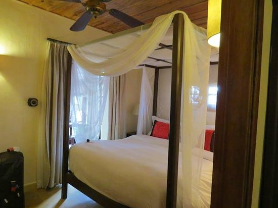 Ana Mandara Villas Dalat Resort & Spa: Bedroom with netting