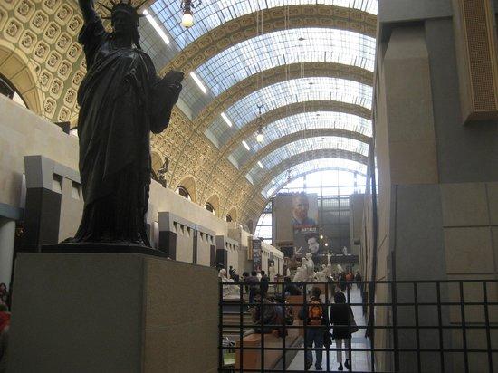 Musée d'Orsay : La galleria centrale del museo, vista dal basso