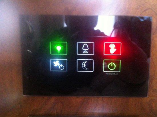 Palais Hansen Kempinski: Light control system in the room
