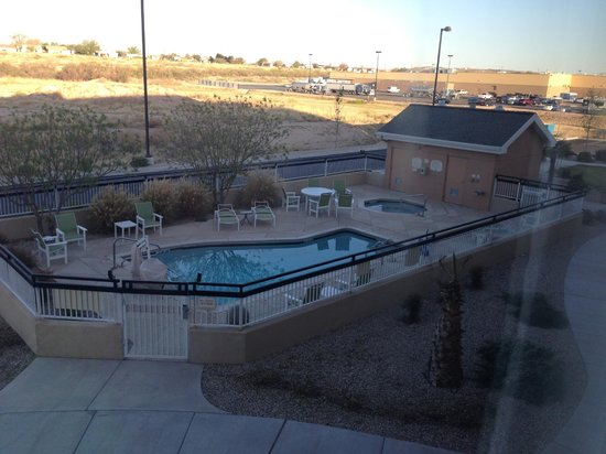 Fairfield Inn & Suites Carlsbad: Pool area from our room