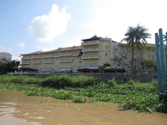 Victoria Chau Doc Hotel : Right on the river