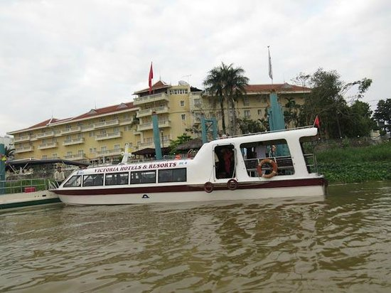 Victoria Chau Doc Hotel : Hotel from river & speed boat to Cambodia