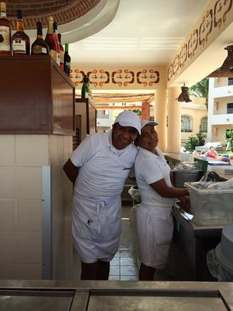 Excellence Riviera Cancun : great bar staff