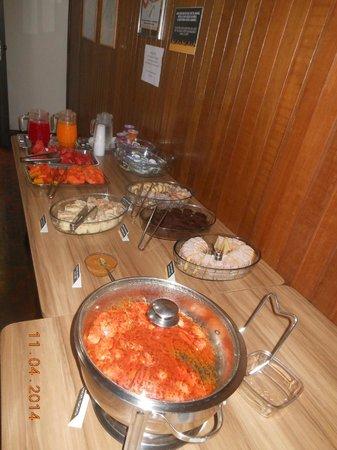 Hostel Roma Curitiba: cafe da  manha