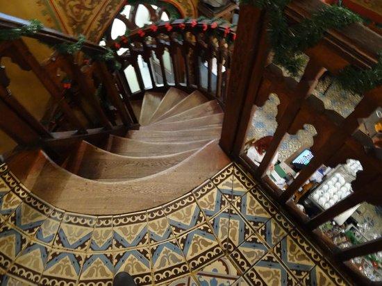 Caru' cu Bere: Have you seen those stairs?