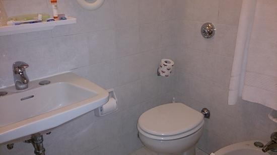 Hotel Royal San Marco: micro bathroom royal san marco