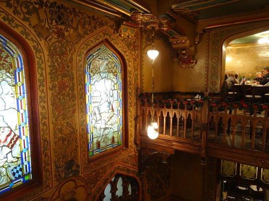 Caru' cu Bere: Stained Windows