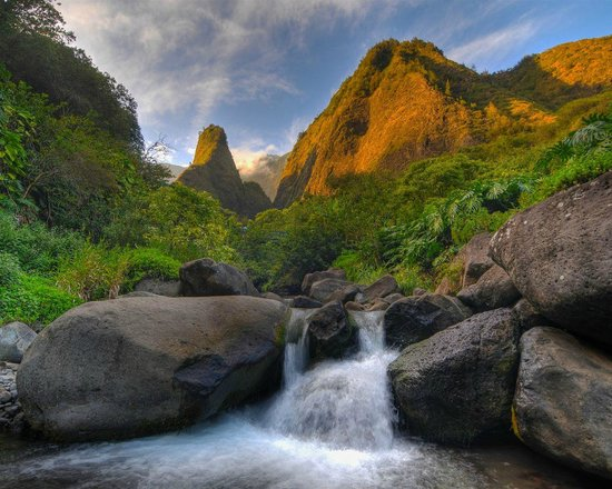 Iao Valley State Monument: Iao Needle at sunset