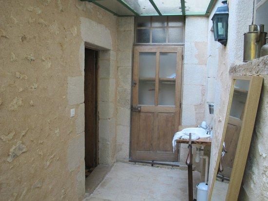 Les Orangeries: couloir entre deux chambres au sein d'une suite