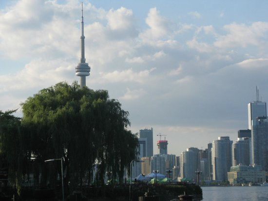 Parc des Îles de Toronto : CN tower from the Island