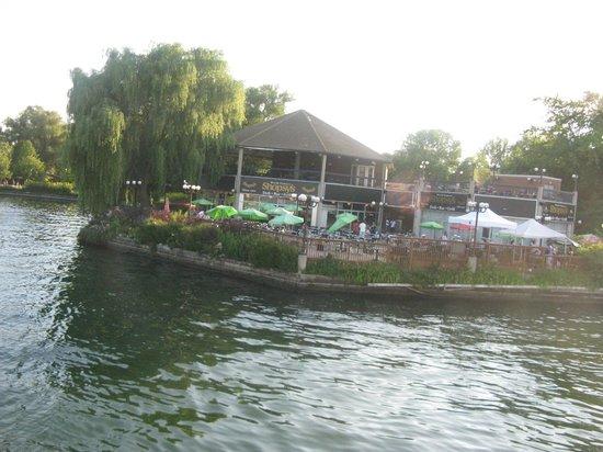 Parc des Îles de Toronto : restaurant right off the ferry