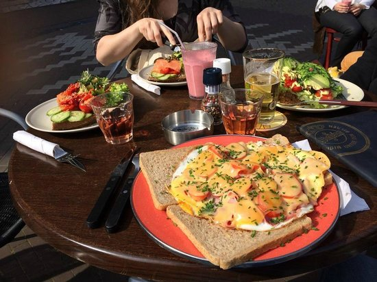 Eetcafe Singel 404: Uitsmyter and sandwiches