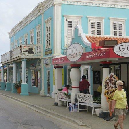 Gio's Gelateria & Caffe: Gio's. downtown Kralendijk