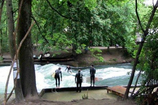 Jardín inglés: wenn ein Surfer ins Wasser fällt, ist der nächste aus der Warteschlange dran.