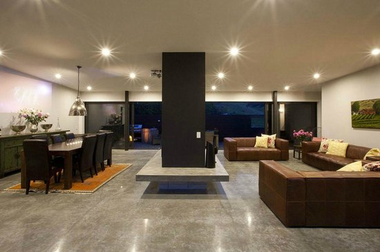 Kiwiesque: Lounge and Dining Area
