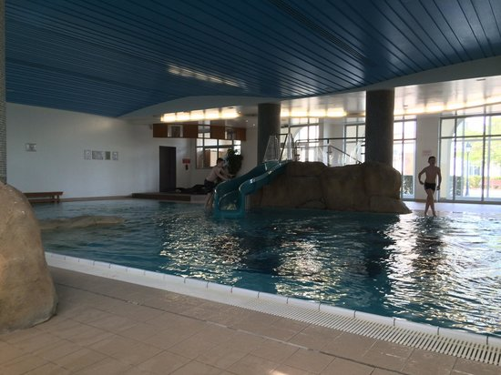 Vienna House Dream Castle Paris : Hotel pool area