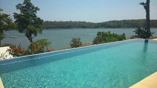 Hotel Bocas del Mar: 2nd pool higher up on the hill
