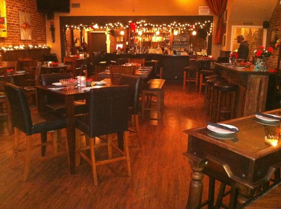 The Bohemian Bar and Bistro: Cozy class ambiance