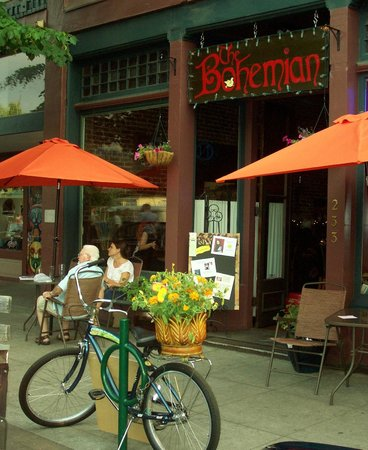 The Bohemian Bar and Bistro: Relax outside!