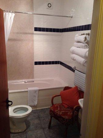 Millstone Country Inn: Good sized bathroom