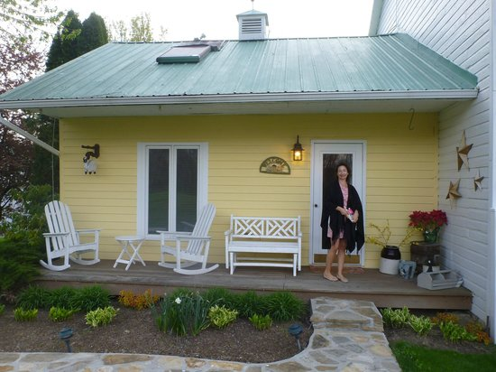 Sun and Cricket Bed and Breakfast: Our cottage