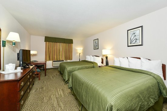 Quality Inn & Suites of Stoughton : Guestroom With Two Queen Beds