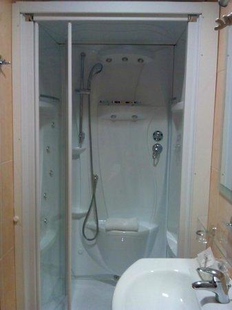 Hotel Puccini: doccia idromassaggio