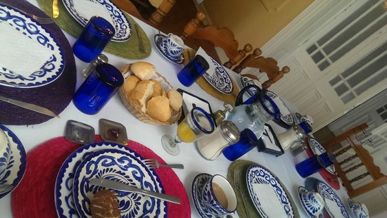 Hotel Casa Gonzalez: Breakfast table (apologies for the jaunty angle)