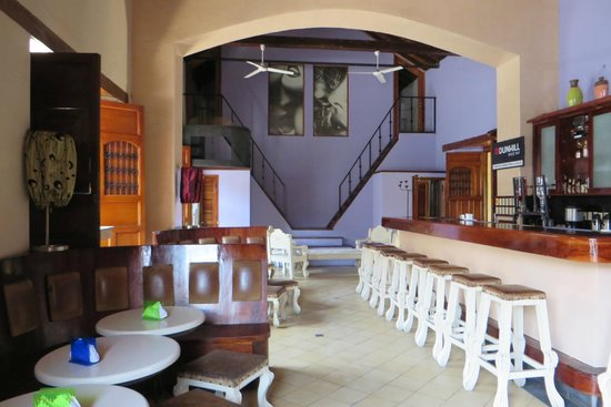 Hotel El Club: airy entrance, great included breakfast