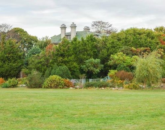 Harkness Memorial State Park: Mansion and Gardens in Early Autumn