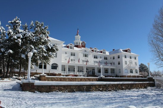 Stanley Hotel : It snowed during our visit!