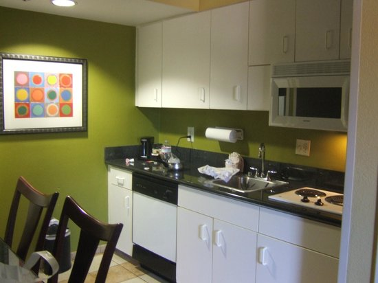 Hampton Inn & Suites Ft. Lauderdale Airport/South Cruise Port : Nice kitchen area