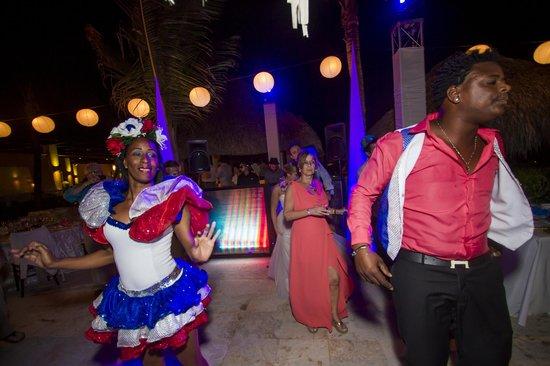 Paradisus Palma Real Golf & Spa Resort: Crazy Hour Performers for Wedding Reception