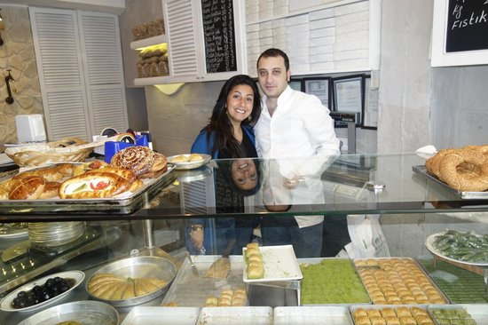 Culinary Backstreets -Tours: Our great tour guide and her baker friend