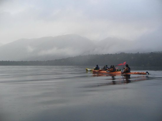 Southern Outdoor Instruction : Sea kayaking on Lake Monowai