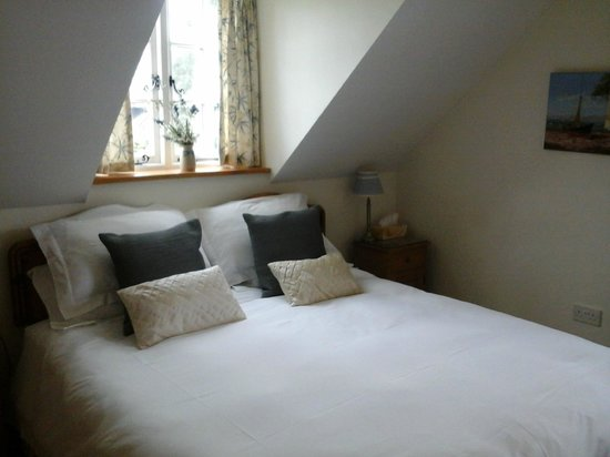 Latchetts Cottage: Bed Room done as a Double bed or  2Twin beds