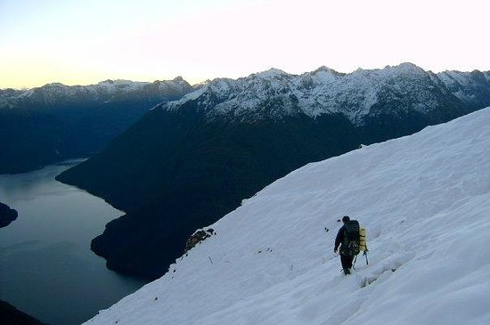 Southern Outdoor Instruction : Walking over Dore Pass to gain access to the Milford track