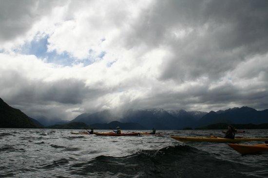 Southern Outdoor Instruction : Sea kayaking on Lake Manapouri