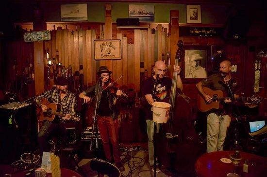 Little Bar Restaurant: Great music most nights