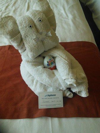 La Sapiniere : towel animals in kids room!