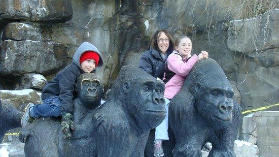 Henry Doorly Zoo: 2 Omaha grandkids + daughter from NJ