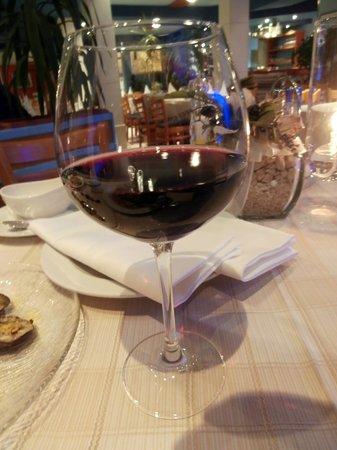 Restaurant Amigos: Good glass of wine