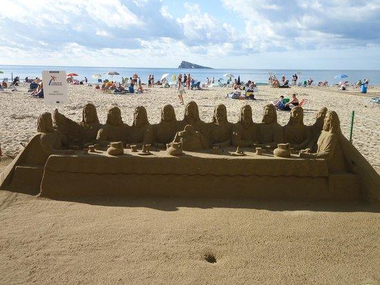 Poniente Beach: Castillos arena en playa poniente