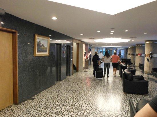 Hotel Cristoforo Colombo : pasillo que conduce a los acensors