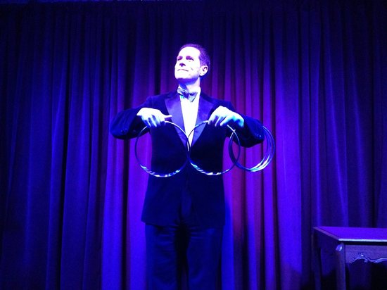 Marrakech Magic Theater: Magician Peter Morrison
