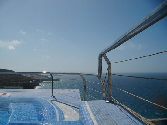 Servatur Puerto Azul : large jacuzzi in adult area
