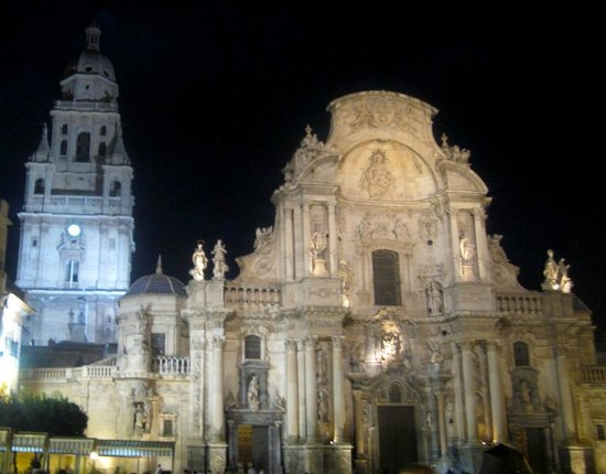 Catedral de Santa María: The cathedral at night